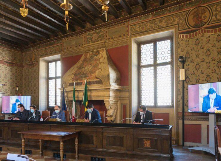 Comune di Rovereto, 31 maggio ore 15.00. Conferenza stampa di presentazione dei Rosmini Days. Al tavolo da sinistra, Marco Finola, Carlo Brentari, Flavio Deflorian, Francesco Valduga, Marco Perinelli.